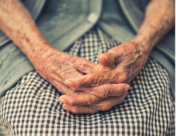 Стари још увек чекају на помоћ у кући